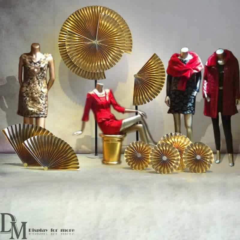 Gold Paper Fans Retail Window Display Ideas Dm Window Display